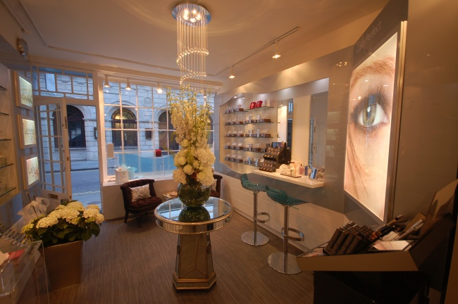 03_Shop Floor_Lash Bar