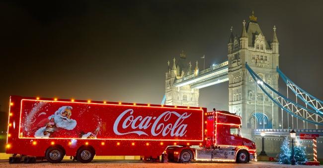 Coca-ColaChristmasTruckTowerBridge small