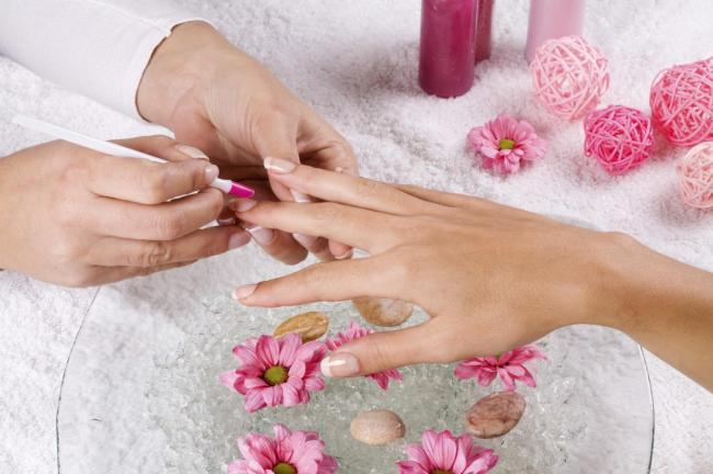 360408-spa manicure
