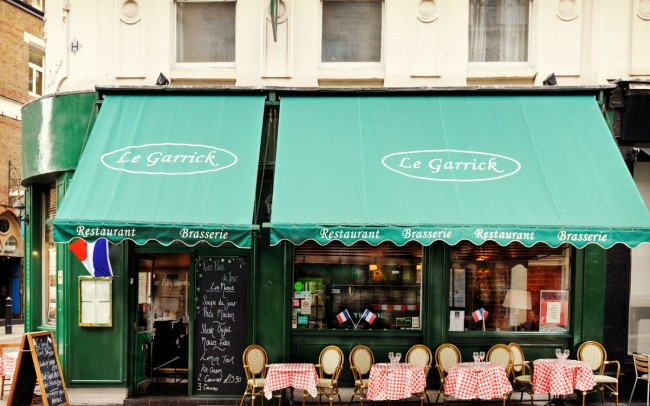 Le Garrick outside terrace